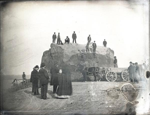 Easterly Daguerrotype Collection, 1852, and show the destruction of Big Mound in St. Louis.