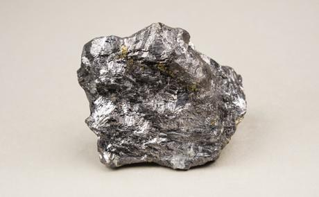 Fig. 2: This piece of galenite, a silver ore common in Saxony, belonged to the collection of the eminent eighteenth-century mineralogist Abraham Gottlob Werner. TU Bergakademie Freiberg, Geowissenschaftliche Sammlungen, Inv.-Nr. 108610. Photography: Susanne Paskoff.